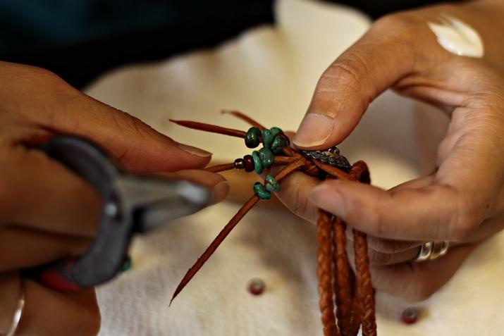 鹿革を編む&ビーズワークス オーダーメイド レザーブレスレット專門店